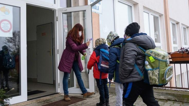 Žiaci na východe majú prázdniny, môžu využívať jarné školy