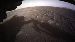 NASA ukázala unikátne zábery z pristávania rovera na Marse