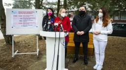 Zdravotníci z iných krajín chcú pomôcť, narazili však na prekážky