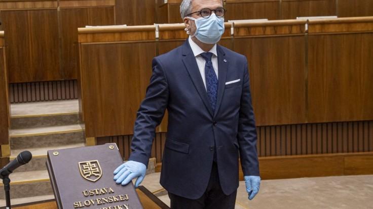 Hambálek zložil poslanecký sľub, nastúpil ako náhradník za Petráka