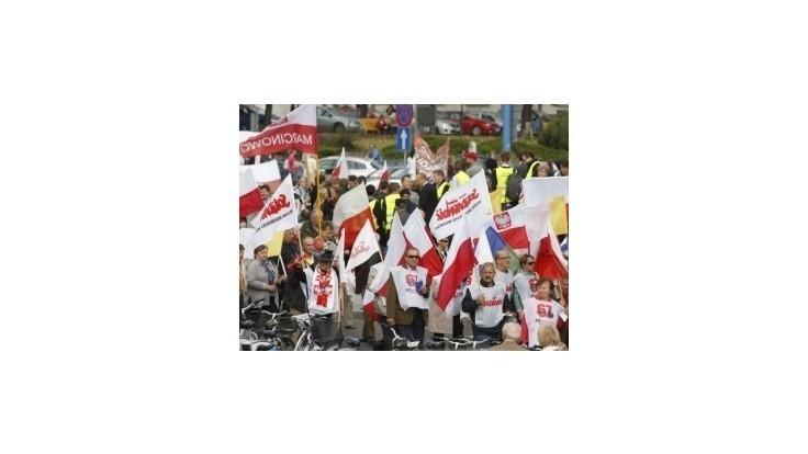Proti Tuskovej vláde vo Varšave demonštrovalo 100-tisíc ľudí