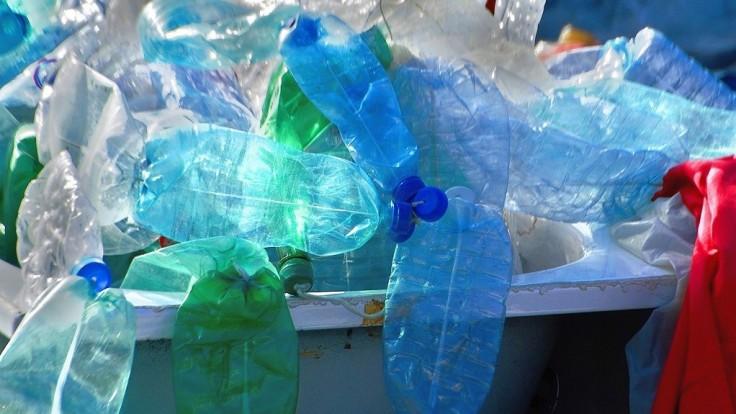 Nový katalyzátor prevedie bežný plastový odpad na palivá a vosk