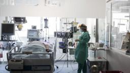 Vek hospitalizovaných sa znižuje, situácia v Žiline je vážna