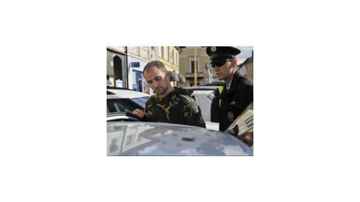 Útočníka na Klausa obvinili z výtržníctva