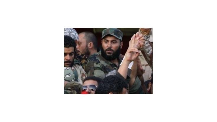 Stovky Líbyjčanov dobrovoľne odovzdali zbrane armáde