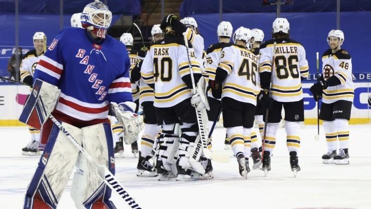 NHL: NY Rangers rozstrieľali Boston. Zápas si užili už aj diváci