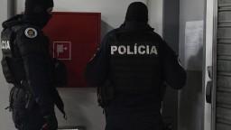 NAKA udrela proti drogám, zadržala niekoľko ľudí i luxusné autá