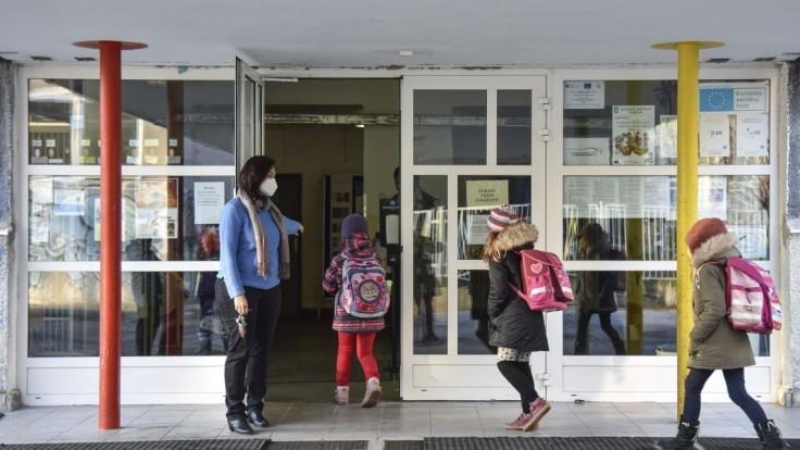 Po víkende otvorí škôlky a prvý stupeň základných škôl aj Zvolen