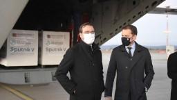 Sputnik je na Slovensku. V Košiciach pristálo lietadlo s ruskou vakcínou
