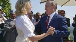 Rakúska exministerka tancovala s Putinom, teraz dostala nečakanú ponuku