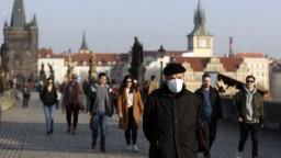 V Česku sa situácia výrazne zhoršuje, nakazení pribúdajú rýchlejšie