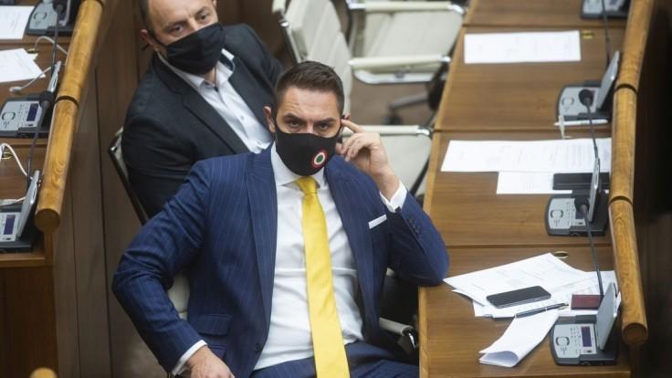 Poslanec OĽANO rokoval so Szijjártóom o občianstve. Neprípustné, reaguje Za ľudí
