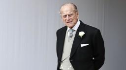 Princ Philip zostáva pod dohľadom lekárov. Opäť ho previezli