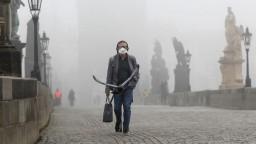 Nákaza nepoľavuje, z Česka hlásia tretie najvyššie víkendové čísla