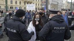 Na protest budú dohliadať stovky policajtov, autobusy s demonštrantmi otočili
