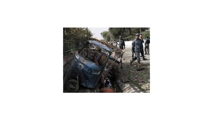 Samovražedný útok v Afganistane si vyžiadal najmenej 14 životov