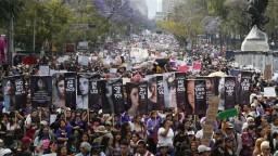 Oslavy MDŽ zatienila stavba bariéry, mexická vláda sa obáva násilia