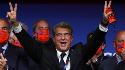 Novým prezidentom Barcelony je Laporta, hlasovania sa zúčastnil aj Messi