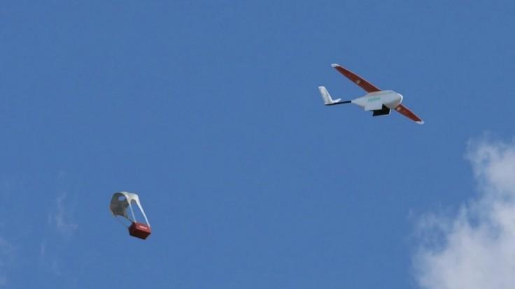 Drony dodávajú vakcíny proti Covid-19 do odľahlých afrických oblastí