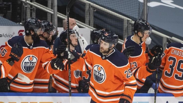 NHL: Hetrik a vysoký triumf. Edmontonu sa na ľade darilo