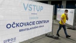 FOTO Najväčšie očkovacie centrum otvárajú na štadióne