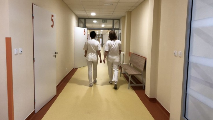 Nákaza prišla po zaočkovaní. V zariadení v Stropkove umrelo 13 klientov