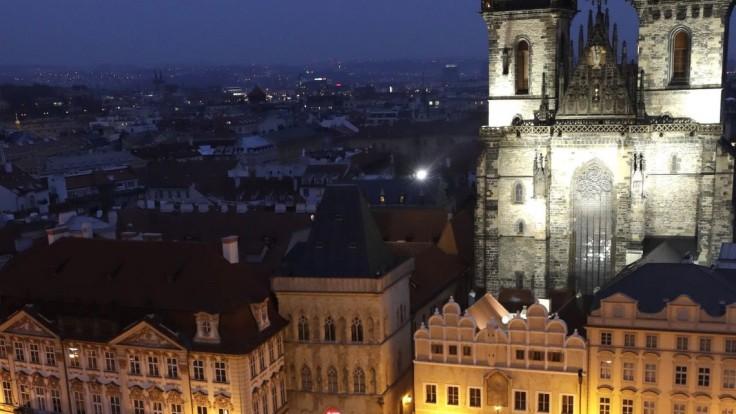 Pred ministerstvom v centre Prahy našli mŕtveho muža a zbraň