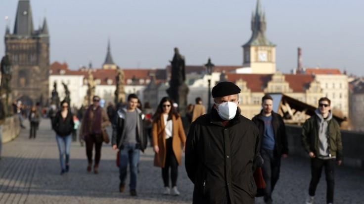 Česko má menej hospitalizovaných, nových prípadov je mnoho