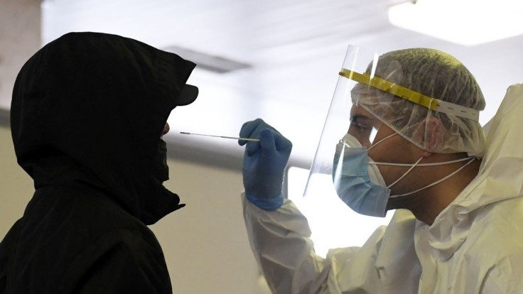 Zaberá lockdown? Pozitivita klesla pri PCR i antigénových testoch