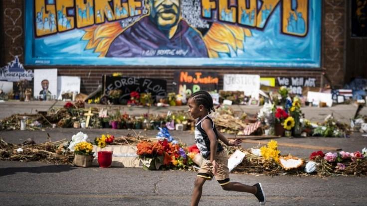 Rodina Floyda, ktorý zomrel pri zákroku polície, dostane milióny