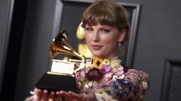 S oneskorením rozdali ceny Grammy, 63. ročníku dominovali ženy