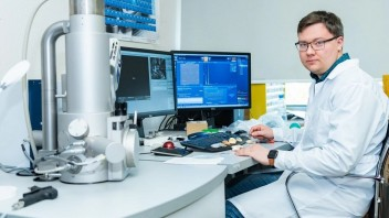 Mikrosférické anódy môžu strojnásobiť kapacitu lítiových batérií