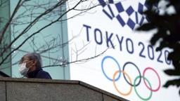 Nechcú riskovať, olympijská pochodeň začne púť bez divákov