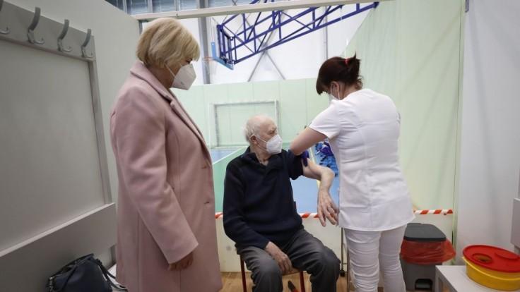V Česku sa epidémia spomaľuje, nakazených pribudlo menej