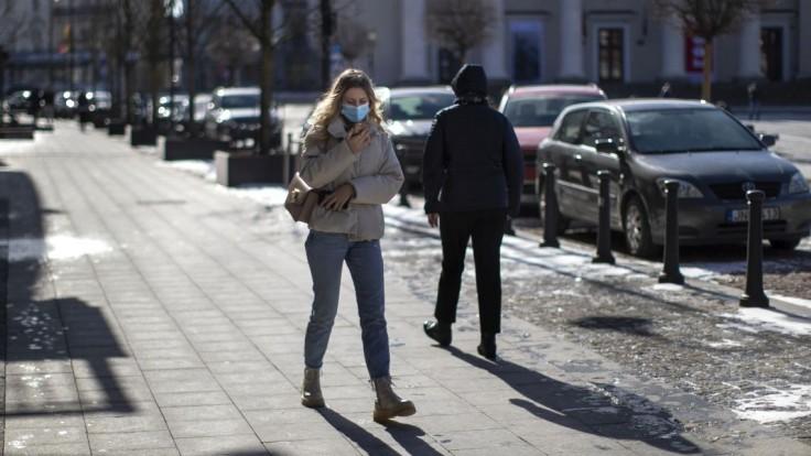 Koronavírus v Európe pripravil o život už takmer milión ľudí