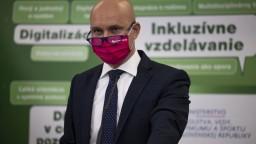 Poradil si Gröhling s dopadmi pandémie? Odborový šéf ho hodnotí pozitívne