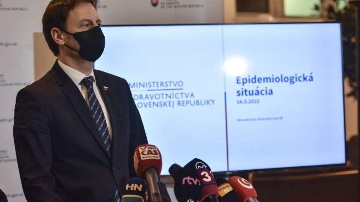 COVID automat na Slovensku funguje, nemalo by sa doňho zasahovať