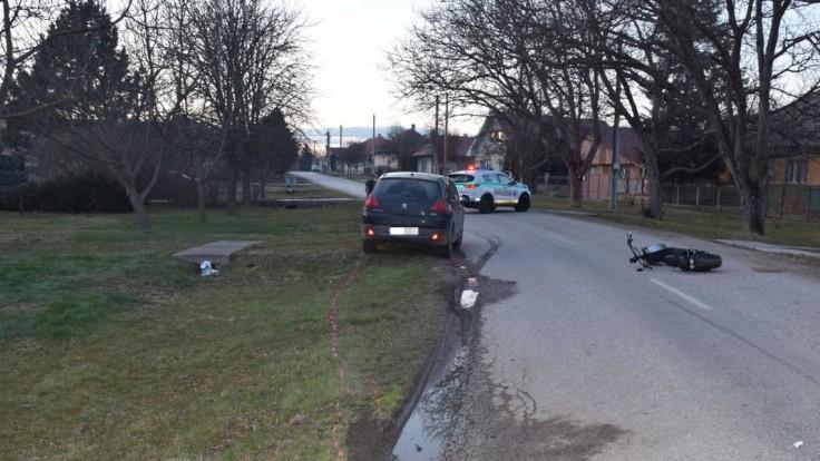 Opitý vodič autom nabral mladú kolobežkárku, skončila v nemocnici