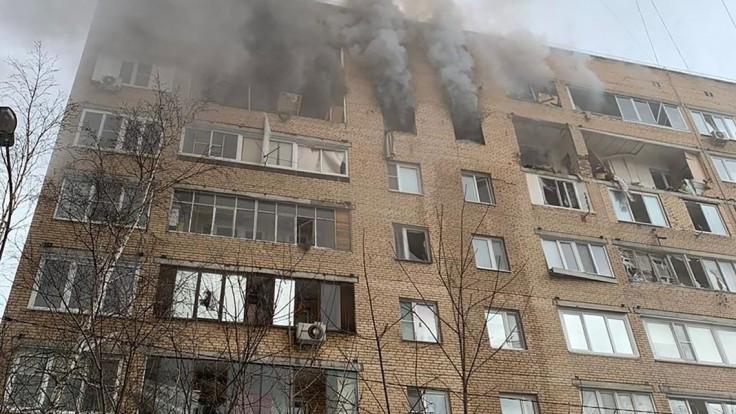 V moskovskej bytovke došlo k výbuchu, medzi obeťami je i dieťa