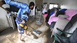 Vyzývajú obyvateľov, aby ostali doma. Austráliu zasiahli silné dažde