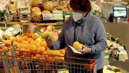 Pandémia ovplyvnila nákupy: Košíky sú plnšie, vyberáme lacnejšie