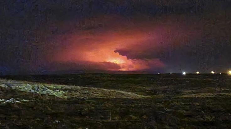 Erupcia spiacej sopky sa zmierňuje, leteckú dopravu nenarušila