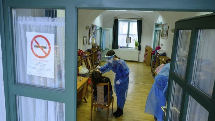 Počet hospitalizovaných i napojených na ventiláciu v Maďarsku stúpa