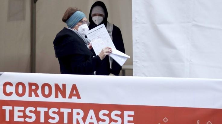 Rakúsko odkladá uvoľňovanie, počet nových prípadov stúpa