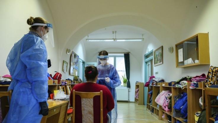 Maďarsko hlási tisíce nových nakazených a stovky obetí