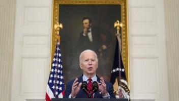 Biden poveril Harrisovú dôležitou úlohou. Má riešiť migráciu