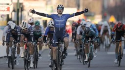 Belgickú klasiku v 3. etape Okolo Katalánska vyhral Sam Bennet