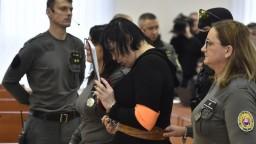Von sa tak skoro nedostane, Zsuzsová zostáva vo väzbe do novembra