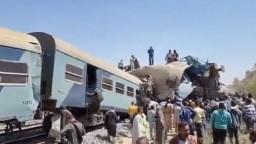 Tragická zrážka vlakov si vyžiadala desiatky mŕtvych