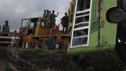 Autobus spôsobil tragédiu, pri nehode zahynulo 17 ľudí